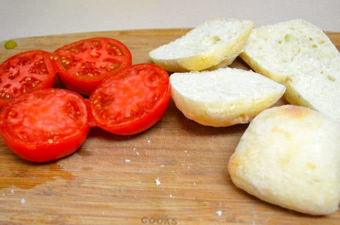 pan con tomate, toasted bread and grated fresh tomatoes