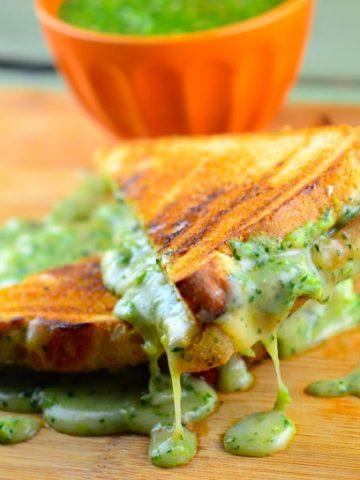 Roasted Tomatillo Grilled Cheese Sandwiich #vegan #kosher #grilledCheese #sandwich #confortFood