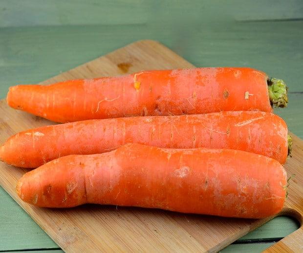 Creamy spicy vegan carrot soup
