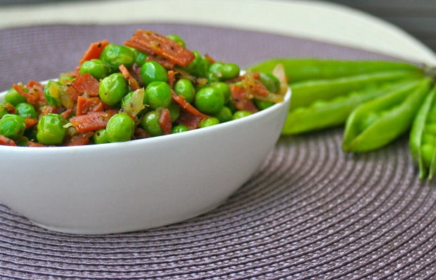 "Fresh peas and Vegan ""bacon"""
