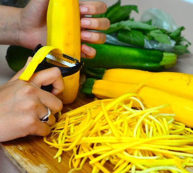 Yellow and green zucchini spaguetti