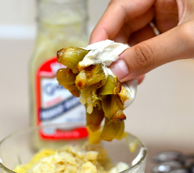 Squeeze Roasted Garlic to Make a creamy delicious alioli
