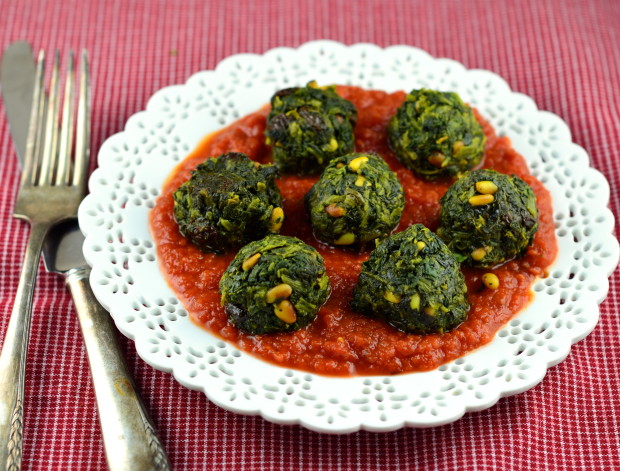 spinach balls in spicy tomato sauce