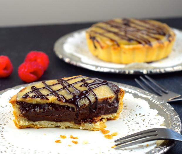 Vegan Salted Caramel Chocolate Tartelettes #chocolate #caramel #tarts #dessert #valentine's