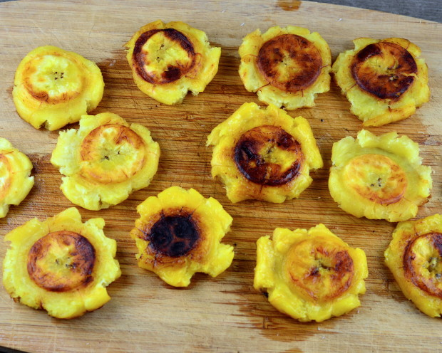 tostones with bean salsa #beans #meatlessmonday #plantains #vegan #glutenfree #latinFood #kosher #vegetarian #5demayo