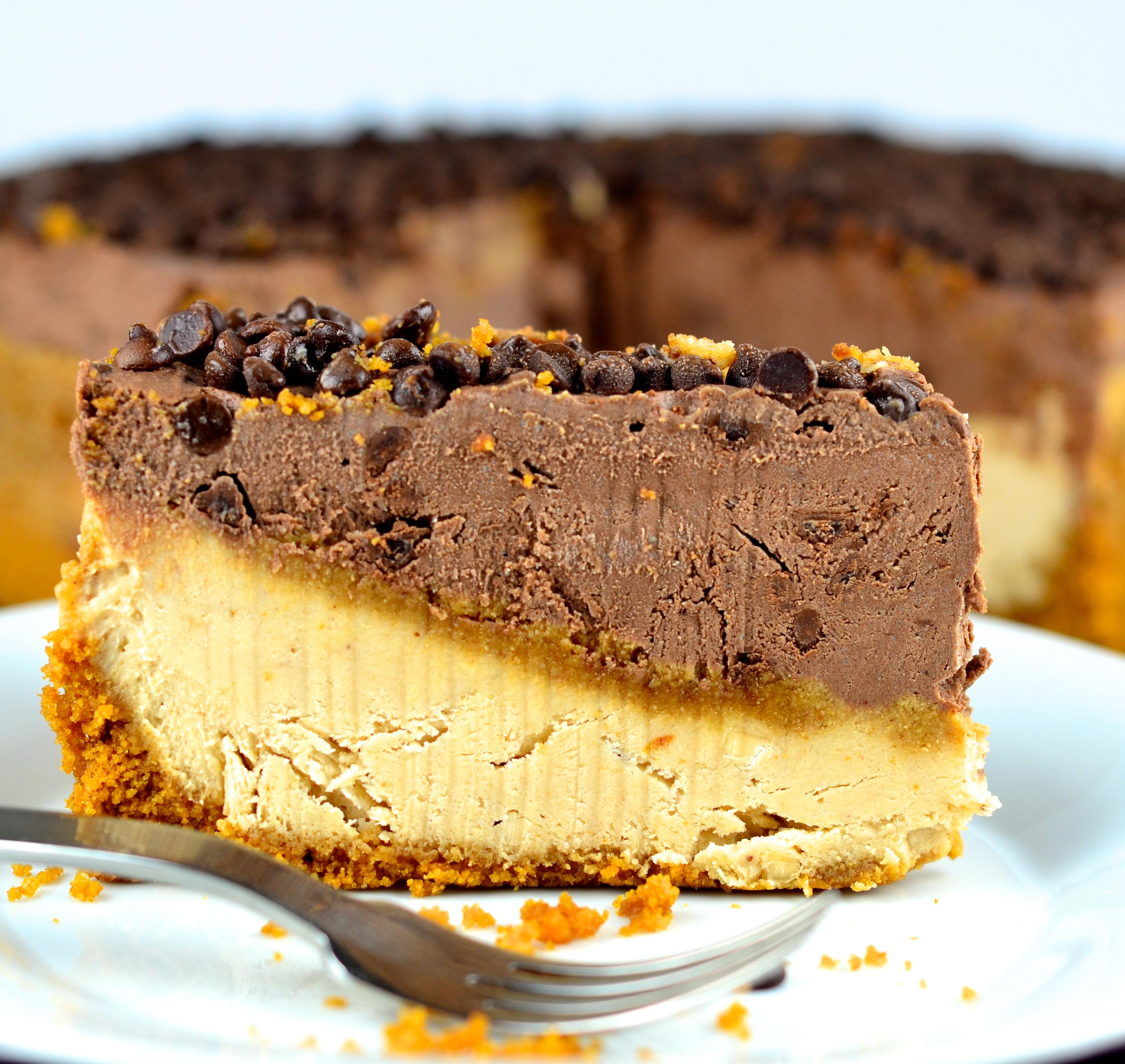 No-Bake Peanut Butter & Chocolate Vegan Cheesecake #cheesecake #vegan #chocolate #peanutButter #Vegan #glutenFree #dessert