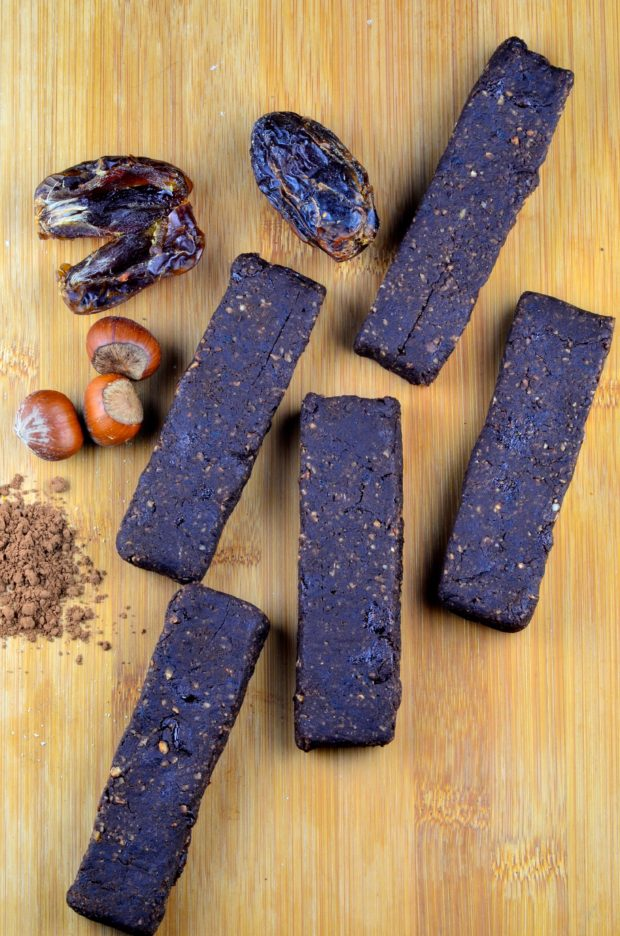 Recipes with dates:: Date, cocoa & Hazelnut Bars #vegan #sugarFree #dates #cocoa #glutenFree #kosher #bars #nutella