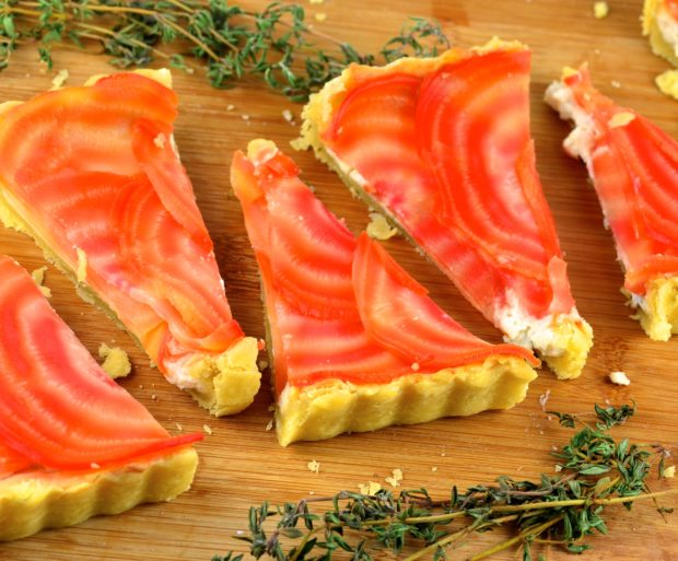 Vegan cream cheese and beet tart