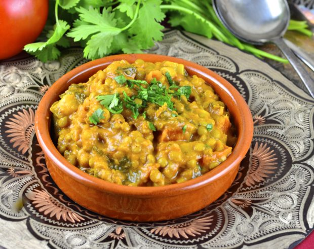 Lentils are bursting with flavor in this indian inspired dish.  Spice up your Meatless Monday!   #meatlessMonday #lentils #dal #Vegan #vegetarian #glutenFree #recipes #main #entree