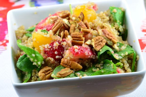 Spinach, Strawberry & Quinoa Salad #vegan #glutenFree #salad #memorialDay #picnic #kosher #spinach #strawberry #plantBased #quinoa #recipe