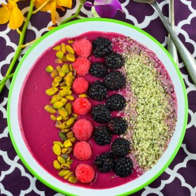 Berry & Beet Smoothie Bowl #recipe #raspberries #berry #smoothie #breakfast #protein #fruit #Vegan #healthy