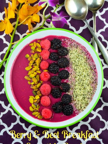 Berry & Beet Smoothie Bowl #recipe #raspberries #berry #smoothie #breakfast #protein #fruit #Vegan #healthy