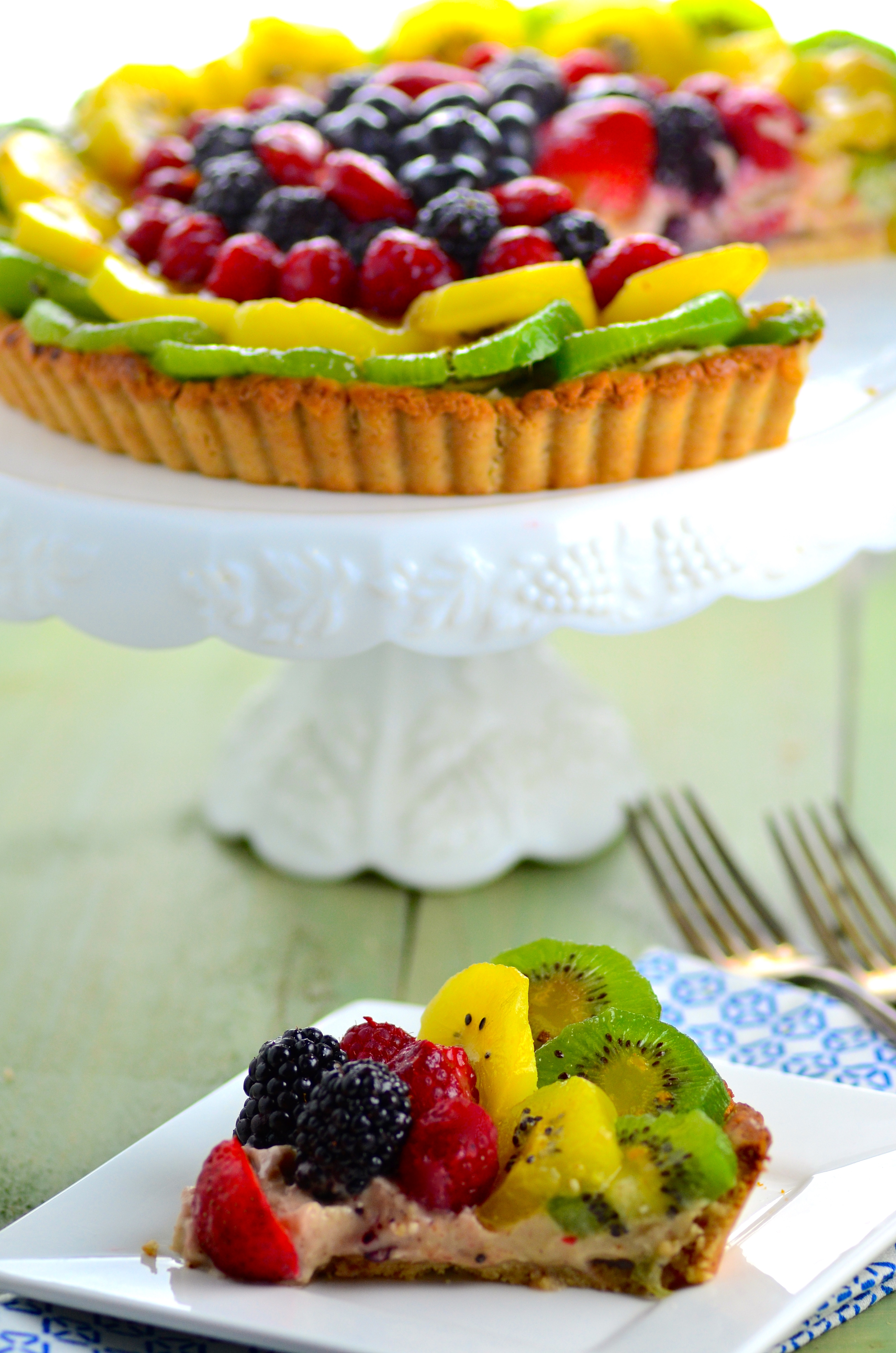 Gltuten Free Fruit & Cashew Cream Tart - Vegan, gluten free, no refined sugars and full of flavor ! A perfect summer dessert