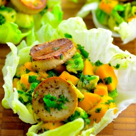 Mango, avocado & vegan scallops lettuce cups - Perfect starter to a healthy meal - #kosher #vegetarian #vegan #mushrooms, #mango #avocado #healthy #lowcal #GlutenFree #appetizer