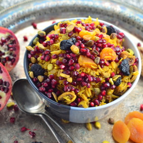 Perfect Rosh Hashanah side dish - The rice is infused with fragrant spices, sweetened with dried apricots, figs and cherries with a nice crunch form pomegranates and pistachios - #vegetarian #vegan #kosher #roshHashanah #jewish #rice #side #gluten free