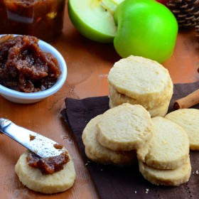 Celebrate fall and Rosh hashanah with these delicious dairy free vegan short bread cookies with apple butter #recipe #apples #rosh Hashanah #fall #cookies #vegan #dairyfree #dessert