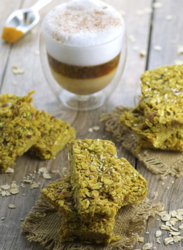 Tahini, Date & Turmeric Granola Bars