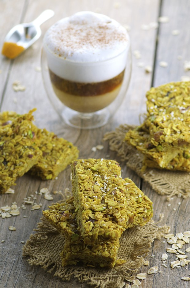 Recipes with dates: Turmeric Tahini nut and seed granola bars - Perfectly spiced and naturally sweetened