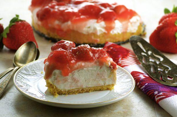 Lemon Strawberry Frozen Cheesecake