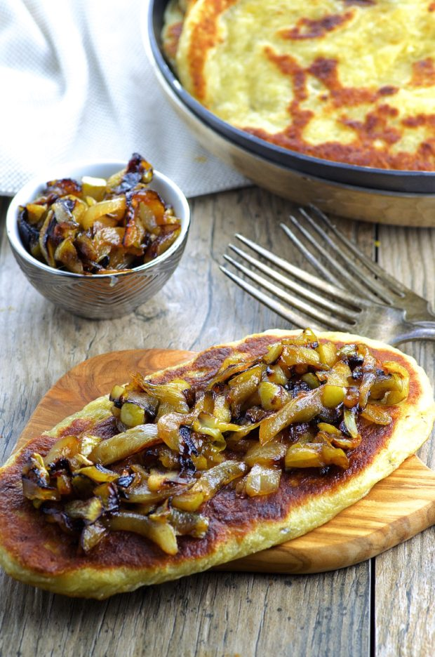 blue cheese naan with apples and onions