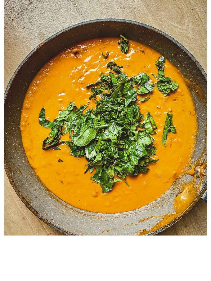 Adding spinach to pumpkin pasta sauce